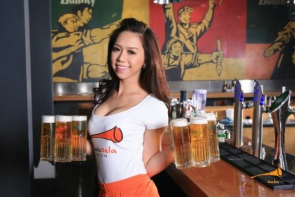 """Nghề tiếp thị bia và những """"góc khuất""""không phải ai cũng biết"""
